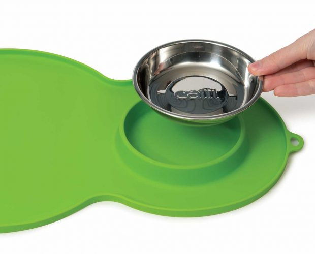 The peanut placemat is easy to clean