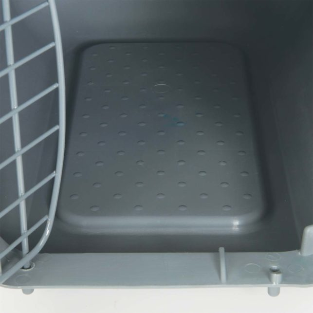 Catit Carrier has a skid resistant bottom with waste collection gutter